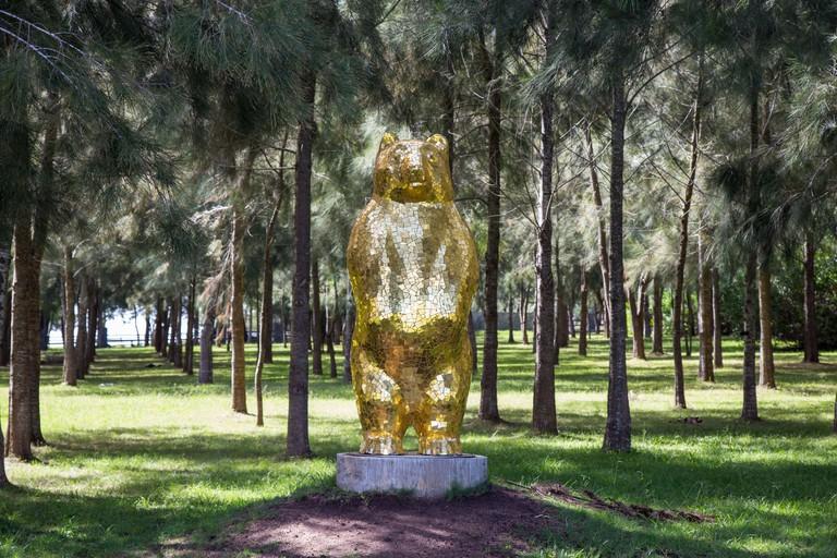 2CFJ9MG Gold Bear. Fundacion Pablo Atchugarry Maldonado Uruguay