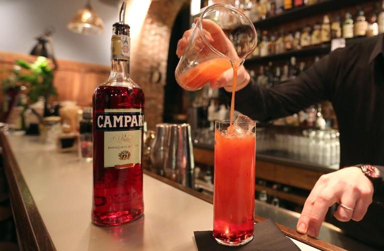 "A barman prepare a "" Campari orange""  cocktail in a bar downtown Milan, February 29, 2016. REUTERS/Stefano Rellandini"