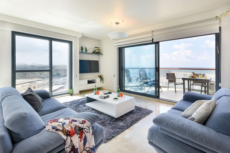 Deluxe 2 Bedroom Apartment in Herzylia