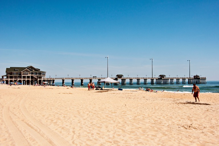 Dolphin Oceanfront Motel beach