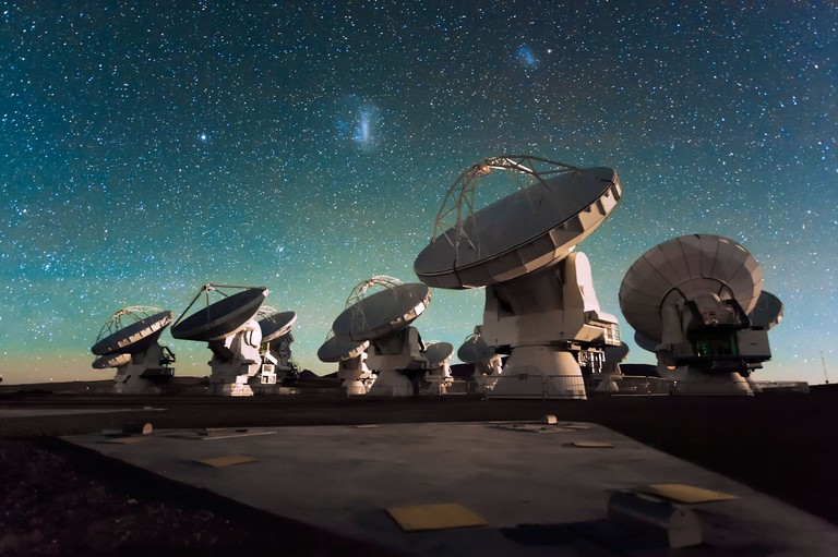 DRF9EA Antennas of the Atacama Large Millimeter/submillimeter Array (ALMA), on the Chajnantor Plateau in the Chilean Andes.