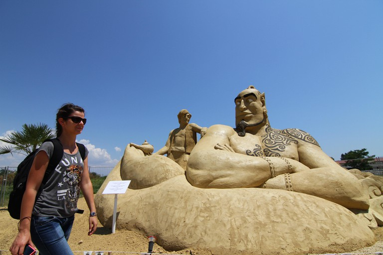 EDNHER Bulgaria hosts the 2014 International Sand Sculptures Festival in the Bulgarian town of Burgas for the seventh time. More than 50 artists from all over the world have made pieces for the festival. Featuring: Atmosphere Where: Burgas, Bulgaria When: 05 Ju
