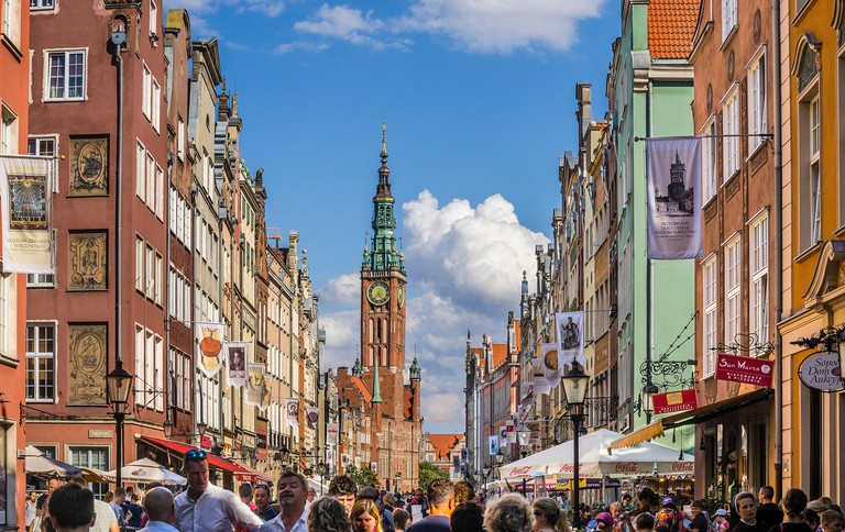 Poland, Pomerania, Gdansk (Danzig), view of Long Lane (Langgasse/ Ulica Dluga) and Main City Hall tower