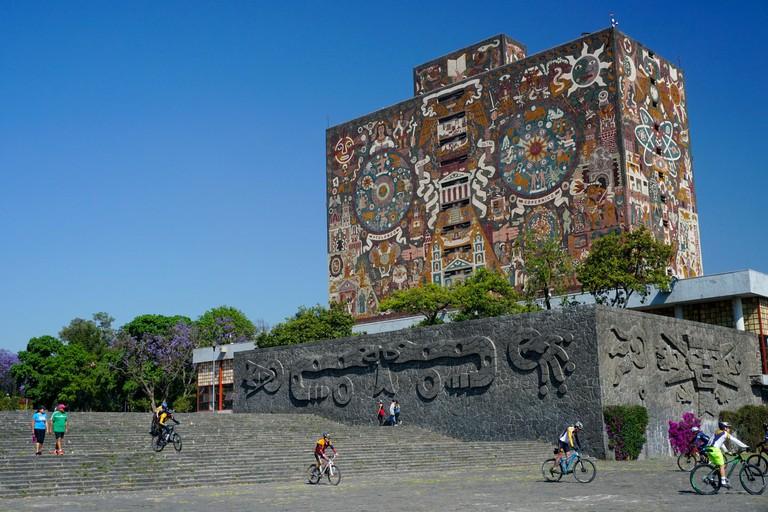 J0KAR8 The Central Library mosaic by artist Juan O'Gorman of UNAM university, Mexico City, Mexico