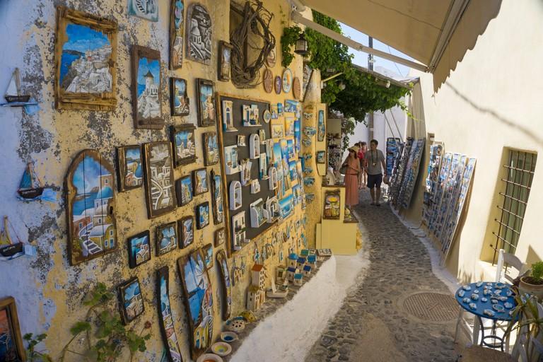 Souvenirladen im Dorf Pirgos, Gasse im Kastel Viertel rund um die Burganlage, Santorin, Kykladen, Aegaeis, Griechenland, Mittelmeer, Europa   Souvenir