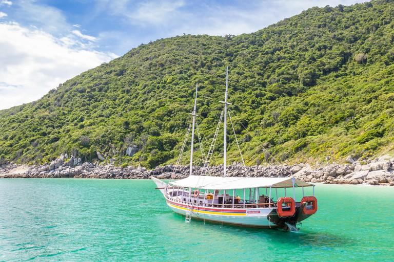 Boat anchoring near Pontal do Atalaia | Arraial do Cabo | Brazil