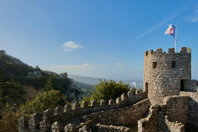 RKJH2X The Castelo dos Mouros, Sintra, Portugal