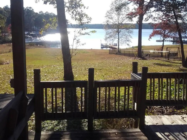 Lake Robinson's Waterfront Campsites with Amenities