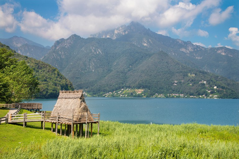 The lake Lago di Ledro among the Alps in the Trentino district with the prehistoric house. WTJXEF