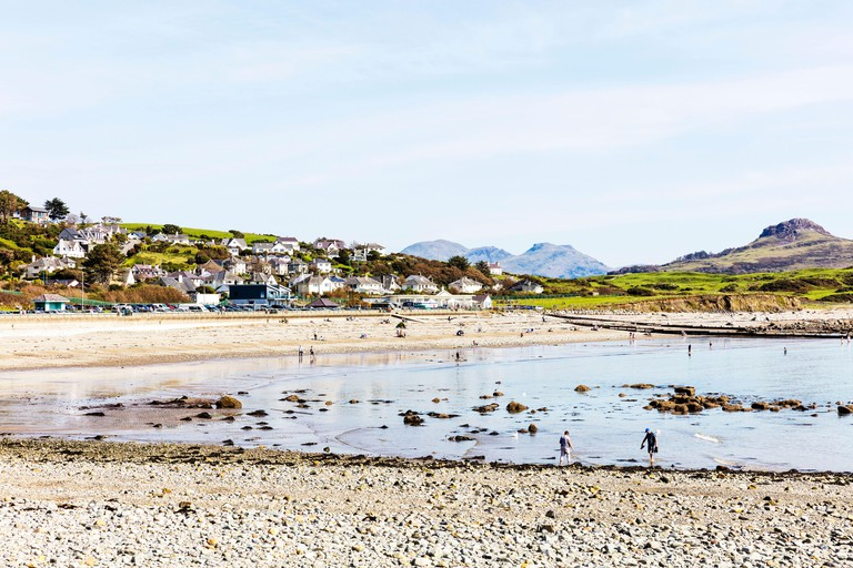 Criccieth is a beautiful seaside resort town on Cardigan Bay, on the Southern side of the Llyn Peninsula. -2D80XNY