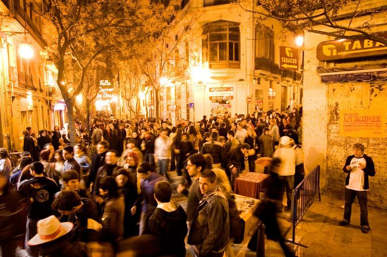 A2FR94 MAIN NIGHTLIFE THOROUGHFARE CALLE DE CABALLEROS IN VALENCIA, SPAIN