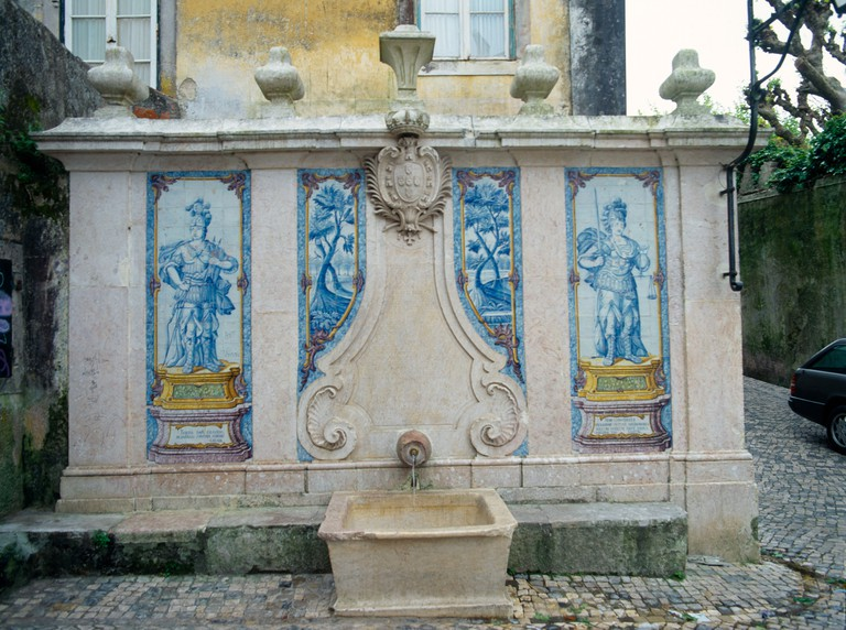 BAF2W4 Sintra Portugal Pipa Fountain