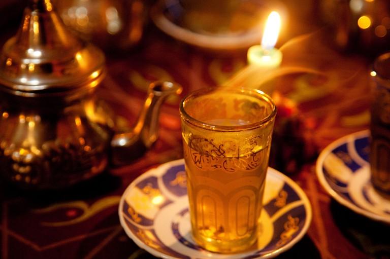 Te moruno en una Teteria arabe de Granada Andalucia Espana Moruno tea in a Arabic tea room Granada Andalusia Spain