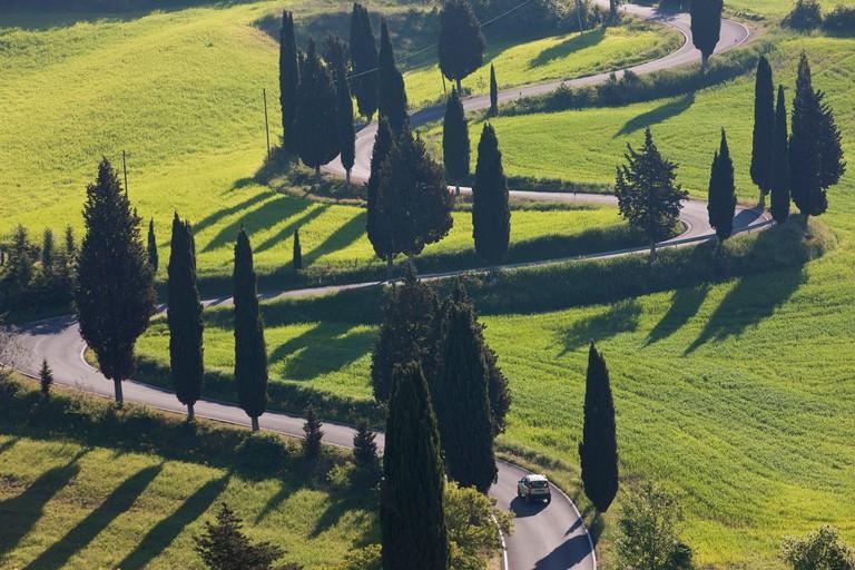 BY5BA4 Winding Road to Monticchiello, Tuscany, Italy
