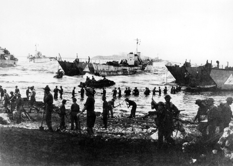 British troops land in Sicily, 1943