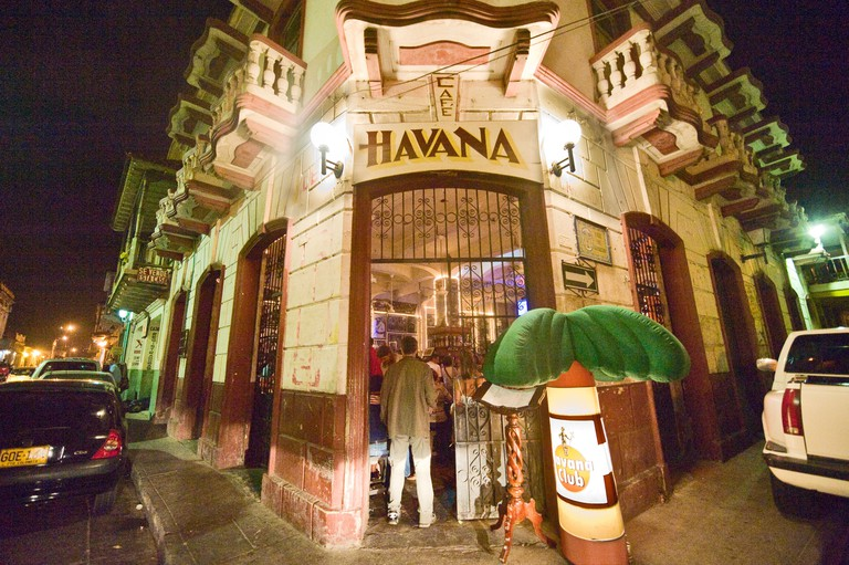 D7N0CW Cafe Havana, a salsa bar in Cartagena, Colombia. Saturday night with band and customers dancing