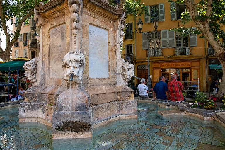 DR7HJY Fountain with face sculpture, Aix-en-Provence, France