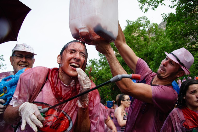 EWN43M Riscos de Bilibio, Haro, La Rioja, Spain. 29 June 2015. Revellers at Haro Wine Battle held annually on St Peter's Day