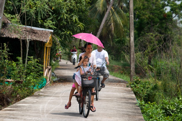 Asian tourists round the island by bicycle. Ko Kret (also Koh Kred) is an island in the Chao Phraya River, 20 km north of Bangko