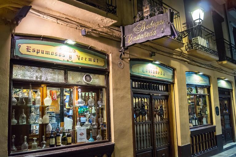 Exterior Bodegas Castaneda tapas bar,  Calle Almireceros, Granada, Andalucia, Spain