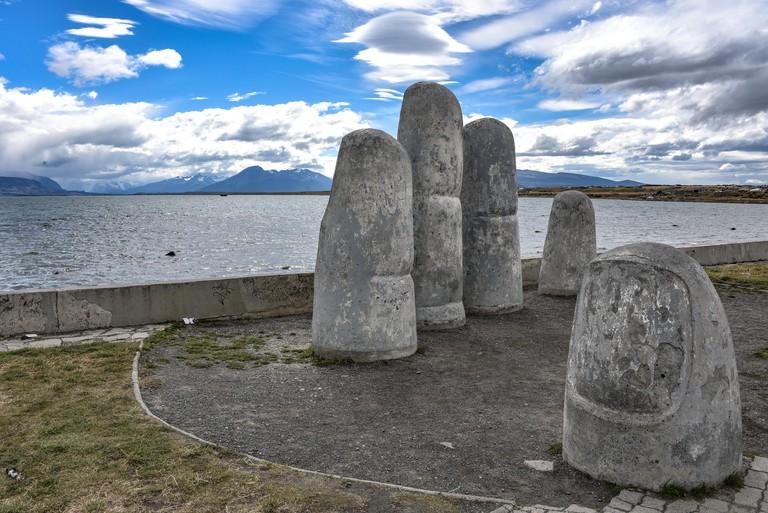 Monumento de la Mano, Puerto Natales, Chile