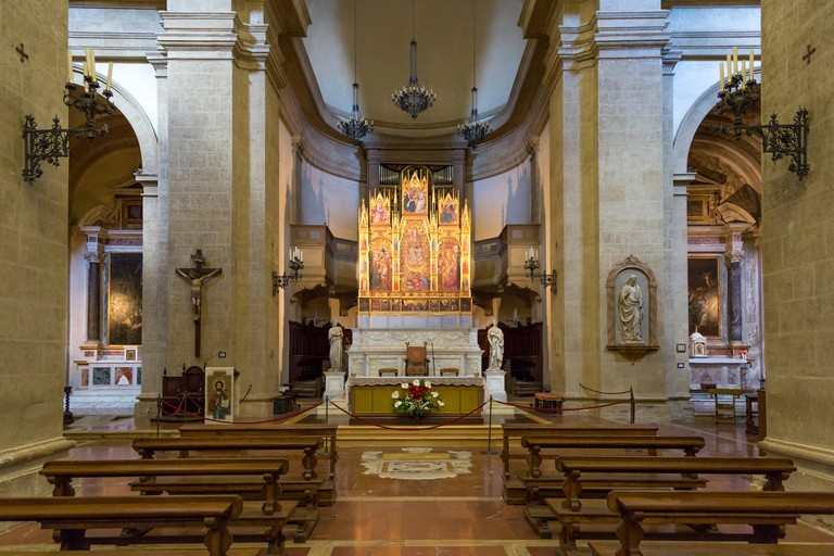 MJ140B Interior/alter view of Cattedrale di Santa Maria Assunta (completed in 1680), Montepulciano, Tuscany, Italy