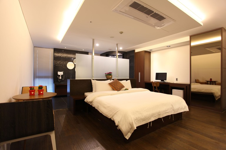 R.Lee Suite Hotel Ganseok