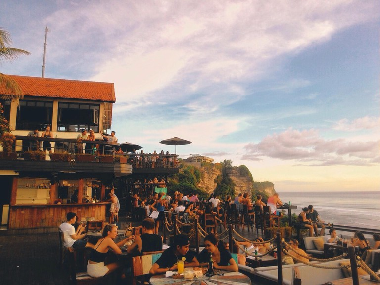 S19TNH Chill, Relax, and See Sunset at Single Fin Bali