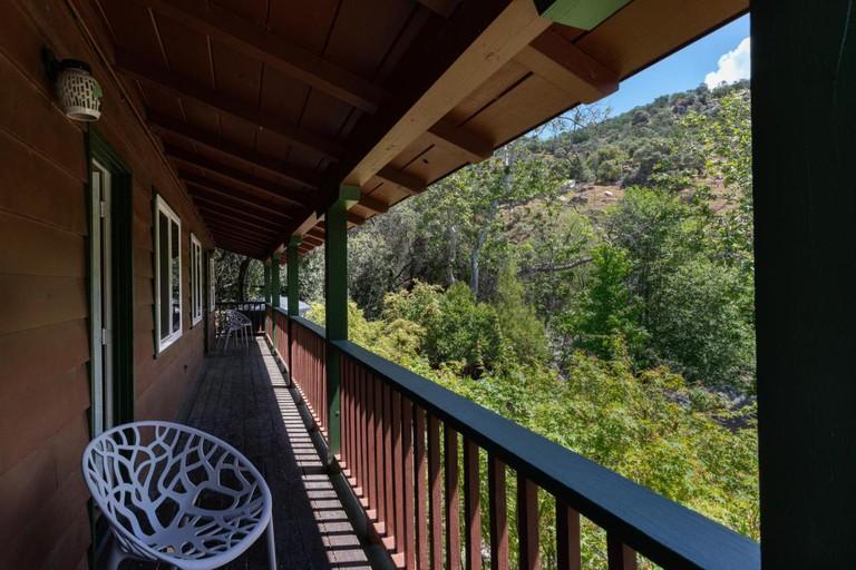 272153109 - Buckeye Tree Lodge & Cabins booking.com