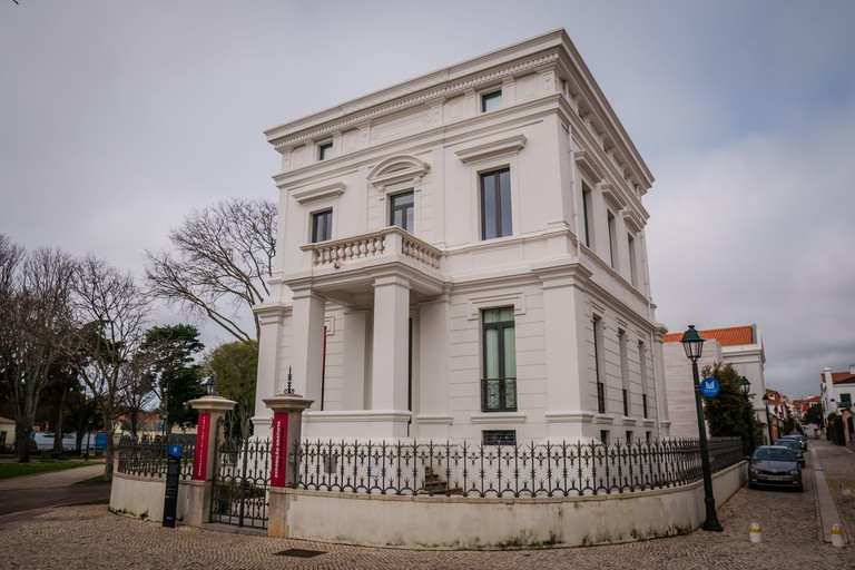 Casa Sommer, the former residence of an entrepreneur, Henrique Sommer, functions as the Municipal Historical Archive of the town of Cascais in Lisbon