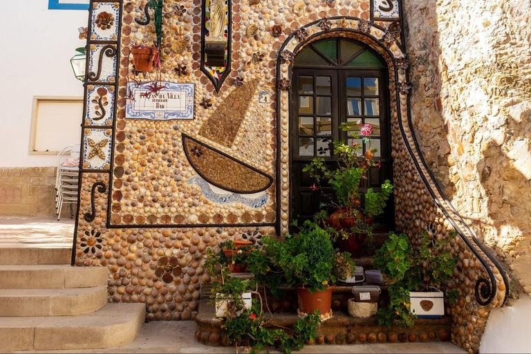 Portas Da Villa Antiquity Bar Decorated In Seashells Albufeira The Algarve Portugal