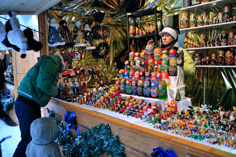"Paris, France, Woman Holiday Shopping, Christmas Market, ""Marche de Noel"", ""Jardins Trocadero"", Russian Dolls, Matriochka, Street Vendor"