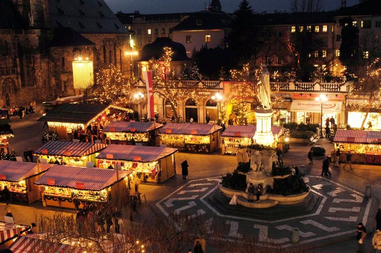 Christmas market at Walther square, Bolzano, South Tyrol, Alto Adige, Italy, Europe
