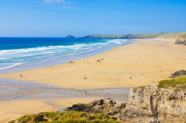 Holidaymakers on the wide long sandy beach at Perranporth Cornwall, England, GB, UK, EU, Europe
