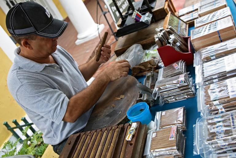 Cigar artisan Pedro Pena, Plaza Darsenas, Old San Juan, Puerto Rico