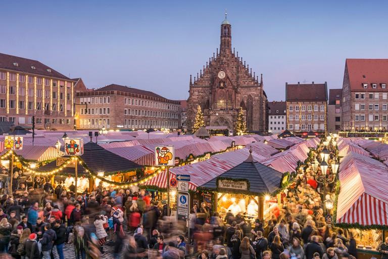 Christmas Market , Christkindlesmarkt,  Xmas, Hauptplatz, Nuremberg , Frauenkirche, twilight,  Nurnberg, Franconia, Germany