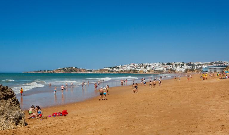 Portugal, Algarve, Faro distrikt, Albufeira, view of Praia dos Alemaes
