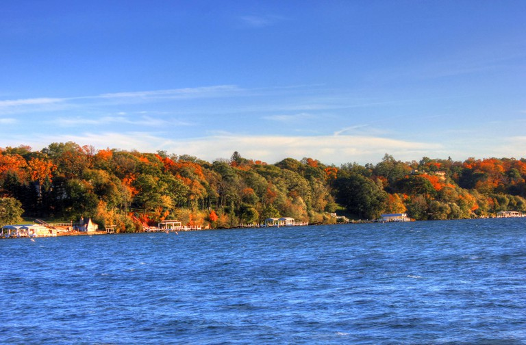 KJDH7C Gfp wisconsin lake geneva looking at the autumn forest