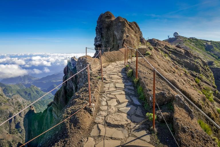 PR1 hiking trail from the Pico do Arieiro to Pico Ruivo, Madeira, Portugal, Wanderweg PR1 vom Pico do Arieiro zum Pico Ruivo