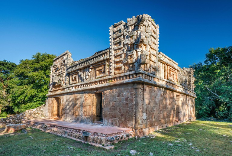 El Palacio (Palace), Grupo 1, Mayan ruins at Xlapak archaelogical site, Ruta Puuc, Yucatan state, Mexico. 2B6X3CB