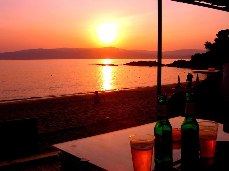 2BWWRE7 Skiathos Sunset over the sea and beach from a taverna on Agia Eleni beach