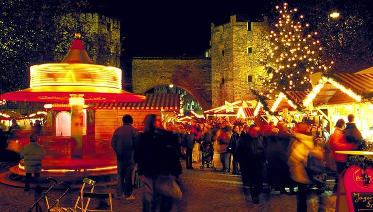 Christmas market at Sendlinger Tor (1999). [automated translation]