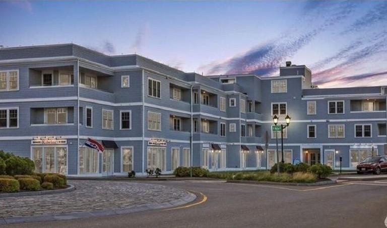 35936dda - Harbourtown Suites