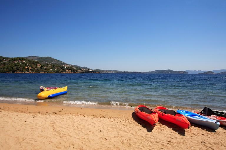 ADC0FH GREECE SPORADES SKIATHOS ISLAND A VIEW OF KANAPITSA BEACH
