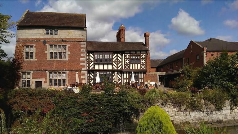 Albright Hussey Manor