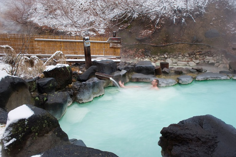 BM1M8B Western man bathing in Zao hot spring resort in winter, Yamagata prefecture, Japan, Asia