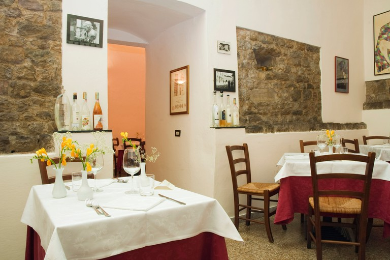 Laid table in restaurant, Osteria dei Cavalieri, Pisa, Tuscany, Italy, Europe