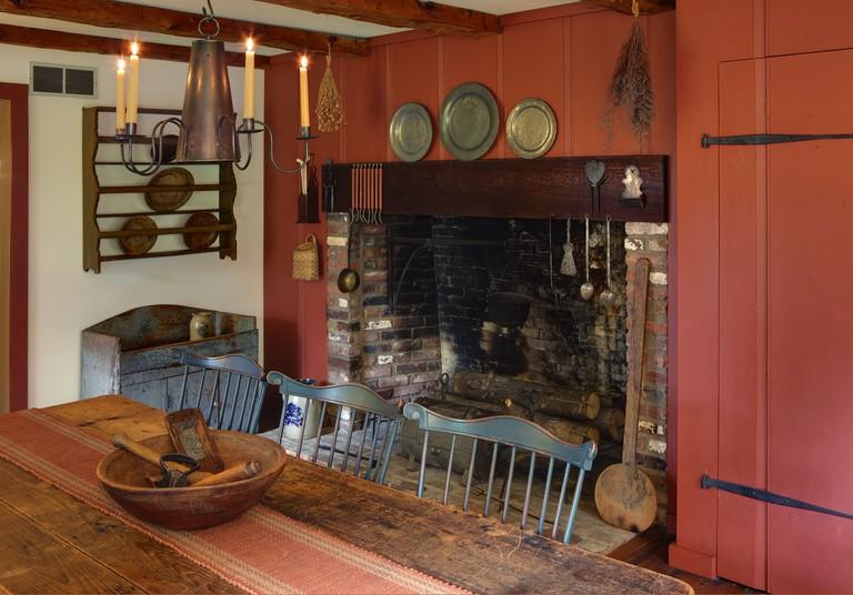 Primitive Colonial Reproduction Home