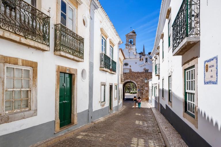 Street in the Old Town (Cidade Velha or Vila Adentro) looking towards the Arco da Vila (town gate), Faro, Algarve, Portugal