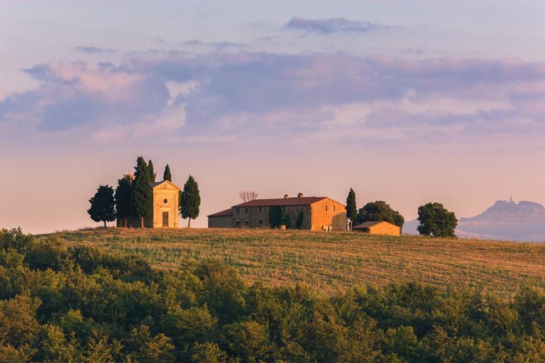 The Cappella della Madonna di Vitaleta, in the heart of the Tuscany, near Pienza in de Val d'Orcia valley
